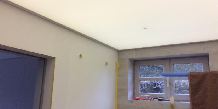 verlicht plafond in badkamer